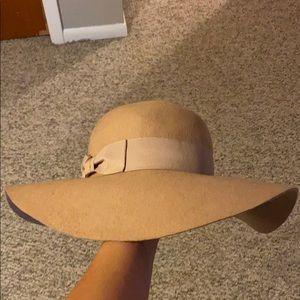💥MUST GO MAKE AN OFFER💥 WHBM floppy hat